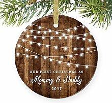 1. Weihnachten, wie Mama & Papa Neue Eltern rustikalen rund Weihnachten Ornament Andenken Xmas Tree Dekoration Hochzeit Jahrestag Geschenk Weihnachtsbaum Geschenk Idee