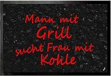 1art1 93737 Spaß - Mann Mit Grill Sucht Frau Mit Kohle Fußmatte Türmatte 60 x 40 cm