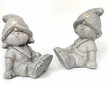 2 x Deko Figur Wichtel Zwerg Mädchen & Junge sitzend im Set, aus Keramik grau Steinoptik 12,5 cm groß, Gartenfigur witzige Figur als Deko Gartendeko