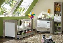 5-tlg Babyzimmer in Eiche sägerau - weiß Wickelkommode Babybett Hochregal