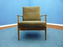 Antimott Sessel mit Gestell aus Nussholz von