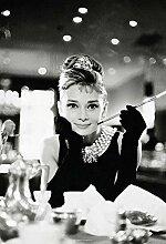 Audrey Hepburn Foto-Tapete 2-teilig - Fototapete Wallpaper 232x158cm. Beigelegt sind eine Packung Kleber und eine Klebeanleitung.