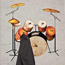 Ausgefallene Garderobe als Schlagzeug Metall