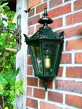 Außenleuchte im Landhausstil, schöne Wandlampe