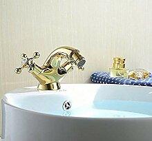 Badarmatur aus verchromtem Messing mit Badewanne