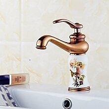 Badezimmer aus Marmor Waschbecken Mischbatterie