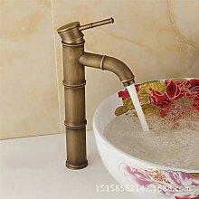BadezimmerKüchenarmatur Warmes und kaltes Wasser