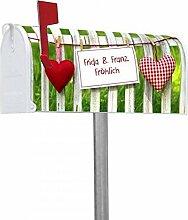 banjado - Personalisierter Amerikanischer Briefkasten 17x22x51cm US Mailbox mit Ständer Motiv Gartenzaun