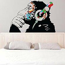 Banksy Vinyl Wand Aufkleber Affe Mit Kopfhörer / Affe Abhör zu das Musik in Kopfhörer / Street Graffiti Kunst Aufkleber + Gratis Aufkleber Geschenk - 100x69 cm