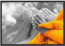 Betende Mönche in Tibet im Schattenfugen