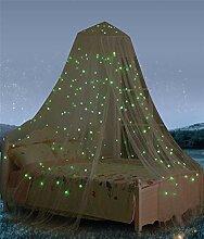Betthimmel mit fluoreszierenden Sternen, leuchtet