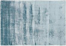 Blauer getufteter Teppich 140x200