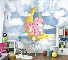 Blauer Mittelmeerhimmel, weiße Wolken, Pony
