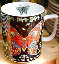BOPLA! Maxitasse 0,3l (PAVONIA Grundfarbe schwarz Serie EVOLUTION) Kaffee- Tee- Glühwein- Becher, Maxi Tasse, Mug, Maxi Taza, Maxi Cup, Maxit Taza 0,3 l, 10-1/2 fl. oz. Einzelgewicht: 302g - Geeignet für alle heißen und kalten Getränke. Ihre Geschenk-Idee zum Sammeln. Platzsparend stapelbar. In verschiedenen Dekoren und Farbvariationen zur Auswahl BOPLA Porzellan kann bunt gemischt werden und es passt immer zusammen. So sieht Ihr Tisch jeden Tag anders, jeden Tag frisch aus. Ein Schweizer Qualitätsprodukt an dem Sie lange Jahre Freude haben werden.