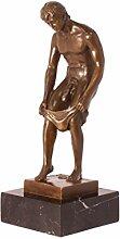 Bronzefigur Skulptur Motiv: Mann entkleidet sich /