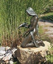 Bronzefigur wasserspeiend Skulptur echte