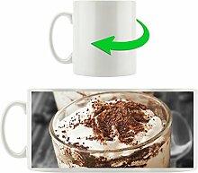 Cappuccino mit Sahne und Schokostreuseln