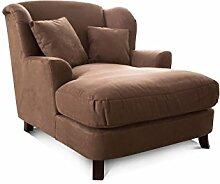 CAVADORE XXL-Sessel Assado/Großer Polstersessel in braun mit Holzfüßen, großer Sitzfläche, Polsterung und 2 weichen Zierkissen/109x104x145 (BxHxT)
