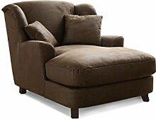 Cavadore XXL-Sessel Assado / Großer Polstersessel in braun mit Holzfüßen, großer Sitzfläche, Polsterung und 2 weichen Zierkissen / 109x104x145 (BxHxT)