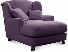 CAVADORE XXL-Sessel Assado/Großer Polstersessel in lila mit Holzfüßen, großer Sitzfläche, Polsterung und 2 weichen Zierkissen/109x104x145 (BxHxT)