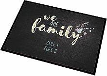 Cera & Toys persönliche Fußmatte - we are family - mit Ihrem Wunschtext in 2 Zeilen für innen und außen geeigne