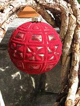 Christbaumkugel aus Glas, Samtrot mit Karomuster