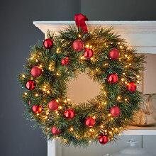 Christbaumkugel-Lichterkette dekoriert Kranz oder