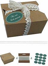 das-label | 10 x Geschenkboxen aus braunen Kraftkarton mit dunkelgruen-creme Aufkleber 10 x MIT VIEL LIEBE GEMACHT!! + Häkelspitze | Naturboxen als Geschenkverpackung oder Transportbox für Kuchen | Cupcakes | Pralinen | Kekse und viel mehr