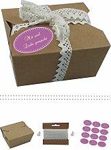 das-label | 10 x Geschenkboxen aus braunen Kraftkarton mit flieder-creme Aufkleber 10 x MIT VIEL LIEBE GEMACHT!! + Häkelspitze | Naturboxen als Geschenkverpackung oder Transportbox für Kuchen | Cupcakes | Pralinen | Kekse und viel mehr