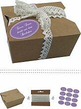 das-label | 10 x Geschenkboxen aus braunen Kraftkarton mit lila-creme Aufkleber 10 x ETWAS FEINES DIREKT AUS DEM BACKOFEN + Häkelspitze | Naturboxen als Geschenkverpackung oder Transportbox für Kuchen | Cupcakes | Pralinen | Kekse und viel mehr