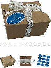 das-label | 10 x Geschenkboxen aus braunen Kraftkarton mit mittelblau-creme Aufkleber 10 x 100% NATUR & HANDGEMACHT + Häkelspitze | Naturboxen als Geschenkverpackung oder Transportbox für Kuchen | Cupcakes | Pralinen | Kekse und viel mehr