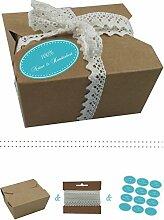das-label | 10 x Geschenkboxen aus braunen Kraftkarton mit tuerkis-creme Aufkleber 10 x 100% NATUR & HANDGEMACHT + Häkelspitze | Naturboxen als Geschenkverpackung oder Transportbox für Kuchen | Cupcakes | Pralinen | Kekse und viel mehr