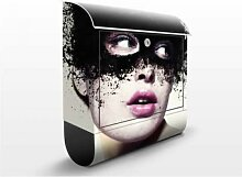 Das Mädchen mit der schwarzen Maske 39x46x13cm Briefkasten, Standbriefkasten, Briefkästen, Mystik, Venedig, Tinte, Frauen, Geheimnis