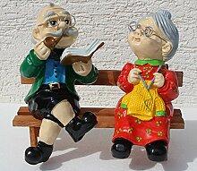 Dekorationsfigur Oma und Opa auf Bank H 28 cm Dekofiguren aus Kunstharz