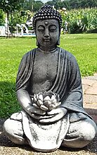 Der Buddha im Garten - Buddha Rama mit Seerose als Kerzenhalter ca. 12 Kg. schwer in Steinguss zu Weihnachten verschenken
