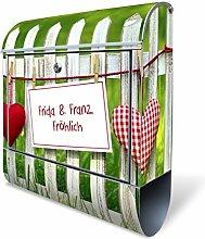 Design Briefkasten mit Zeitungsfach, Designer Motivbriefkasten mit Zeitungsrolle kaufen, für A4 Post, groß, bunt, Briefkastenschloss 2 Schlüssel, von banjado Motiv personalisiert Beschriftung Hausnummer Name Motiv Gartenzaun