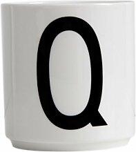 Design Letters - Becher - Buchstabentasse - Buchstabe: Q - Porzellan - Arne Jacobsen