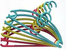 Designer Kleiderbügel aus Kunststoff Rot Grün