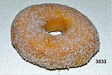 Donut mit Zucker Kunststoffattrappe - Konditorei Attrappe Doughnut, Geschenk-Idee, Dekoidee Fasching Lebensmittelattrappe, ausgefallene Deko, tolles Geschenk