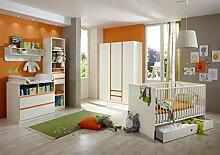 Dreams4Home Babyzimmer Set 'Coco', Bett,Schrank,Wickelkommode,Regal,Wandboard,Alpinweiß,Absatz in Orange, Modell:mit Bettseiten;Bettkasten:mit Bettkasten