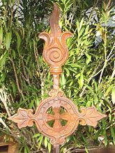Edelrost Gartenstecker Ornament Kreuz aus Gusseisen
