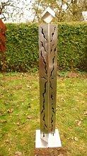 Edelstahl Gartendeko 125cm mit Rissenmuster und Edelstahlwürfel auf Platte*