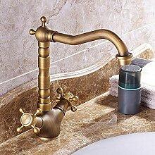 Einfacher Wasserhahn im Badezimmer, drehbarer