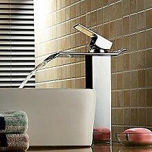 Einhand Ein modernes Waschbecken mit silbernem