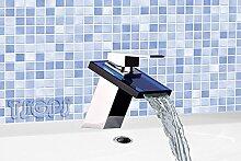 Elegante moderne Badezimmer Wasserfall Armatur mit blauem Glas