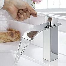 Eleganter Wasserhahn Bad Wasserfall Badarmatur