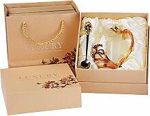 Emaille-Glas Becher: Kristall-Glas Tasse mit Emaillöffel (370ml - Goldene Iris), Rutschfester Untersetzer & Tuch - Kunst Handwerk Glas Becher Teeglas Kaffeeglas Set in einer luxuriösen Geschenkbox