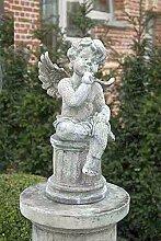 Engel auf kleiner Säule, Steinfigur, Gartenfigur