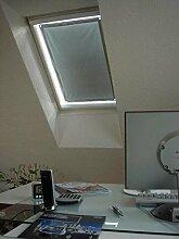 eXsun Sonnenschutz für Velux Dachfenster Rollo, Hitzeschutz, Verdunkelungsrollo - mit Krafthaftsaugern, kein Bohren - kein Nageln - kein Schrauben (Alle Typen! GGU, GGL, GPU, GPL, GHU, GHL, GTU, GTL, GXU, GXL, VU, VL, VKU) WICHTIG = Größe! Bitte auswählen!** Super einfach - der Sonnenschutz wird direkt auf die Glasscheibe - mit Krafthaftsauger - angebracht.. Komplett!! Alles dabei! * (Blau / Silber, Velux MK 08 = 60x120cm)