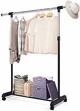 Family in Kleiderständer - Kleiderwagen Auf